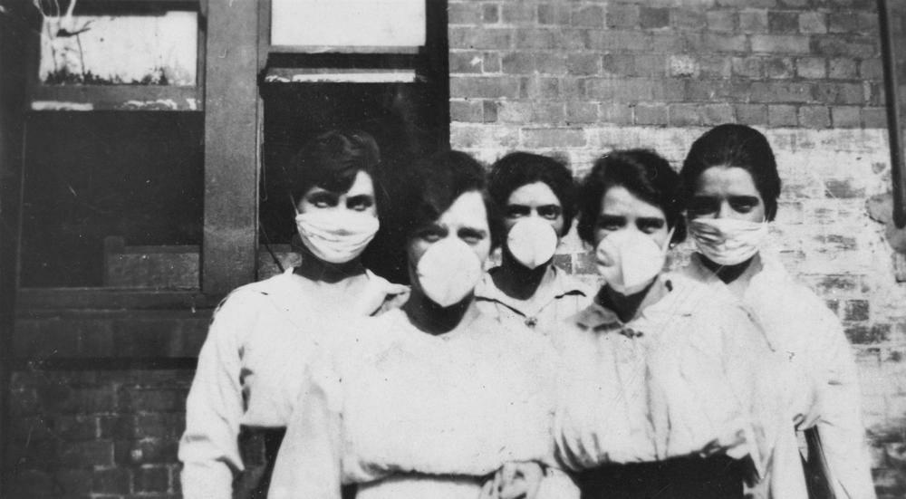 Women wearing masks during Spanish Flu