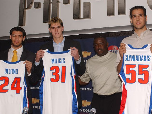 Darko Milicic posing with a Detroit Pistons jersey