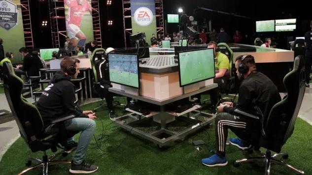 A live eSports FIFA tournament