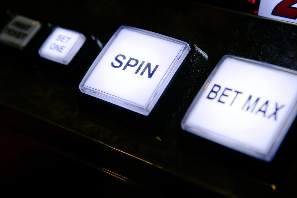 button showing bet max on slot machine