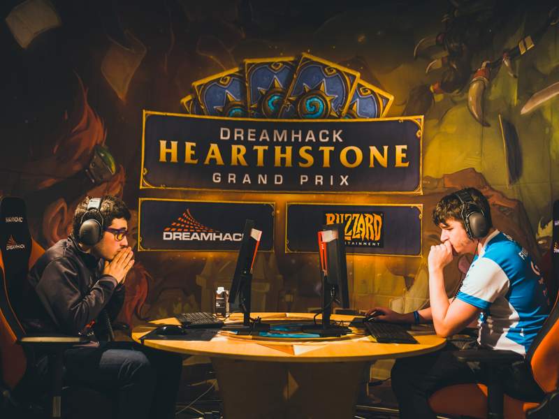 Players battling it out on Hearthstone