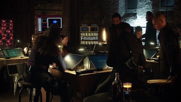 An image of Eulogy being played by criminals in Killjoys