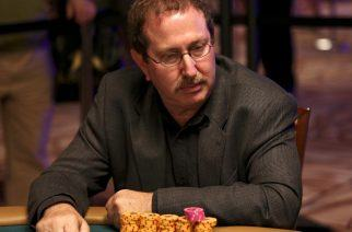 Norman Chad in action at the WSOP (Image: media.cardplayer.com)