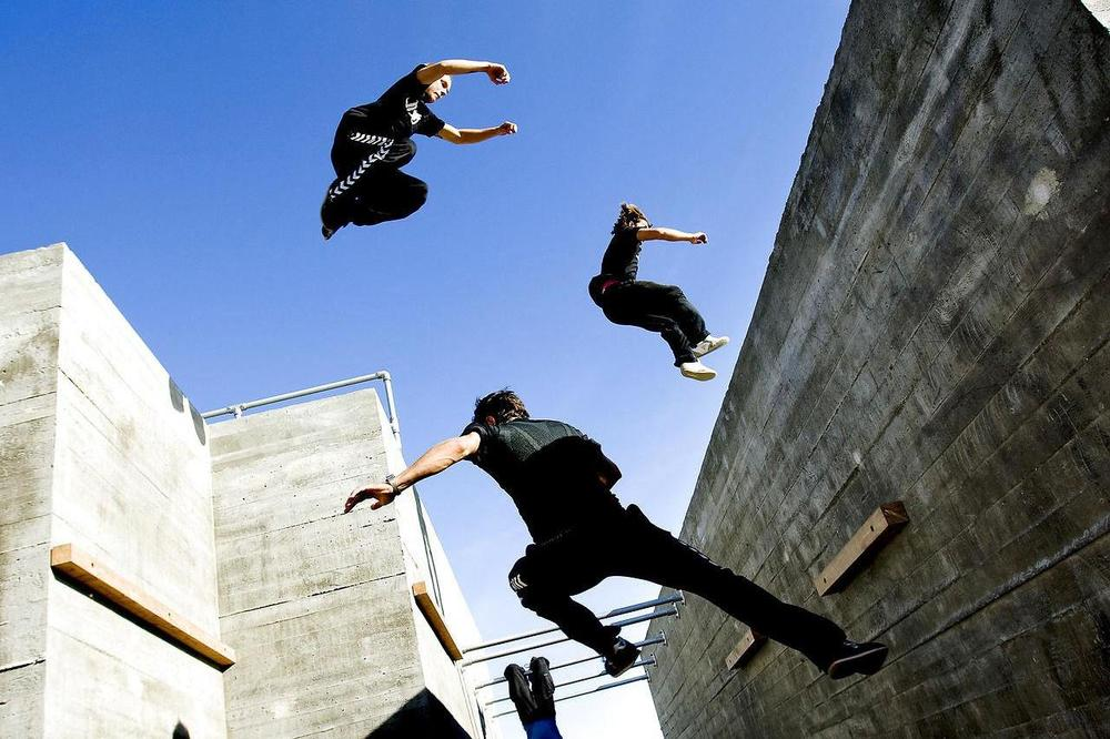 People competing in a Parkour course