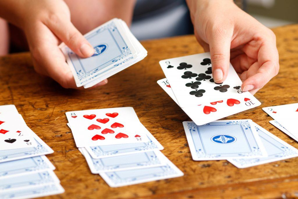 An in-game image of the format of the card game Patience