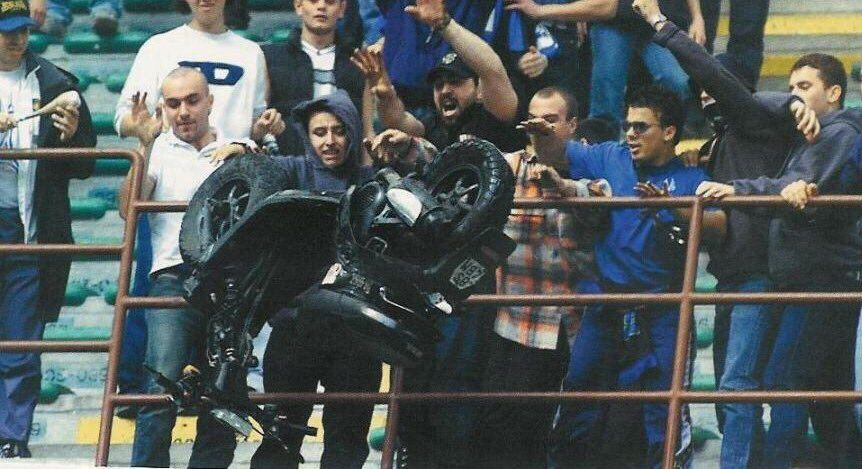 An image of Inter Milan fans stealing the scooter of an oposition player