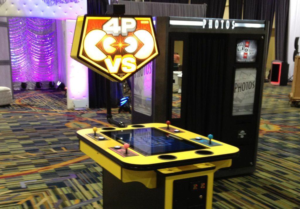 A social Pac-Man battle royale station
