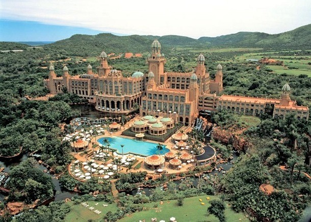 Perhaps only at Sun City in South Africa can you play big money games and see exotic big game in the same hour.