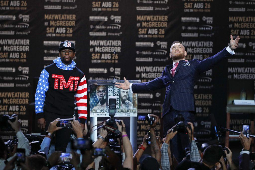 Mayweather and McGregor posing for the camers ahead of the fight