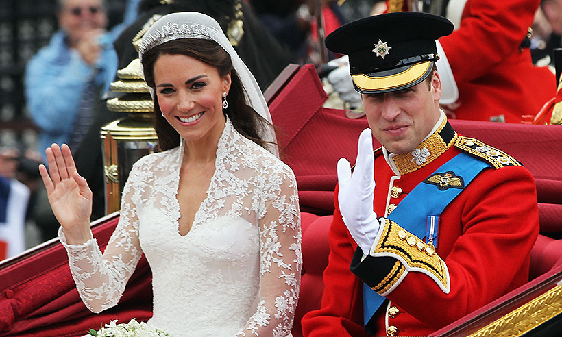 Prince William and Kate Middleton waving to the crowd