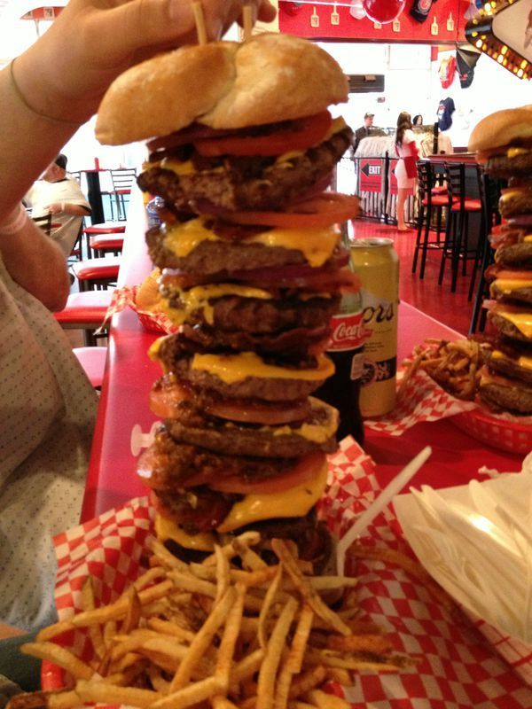 """Burger At Heart Attack Grill"" (Image: earth66.com)"