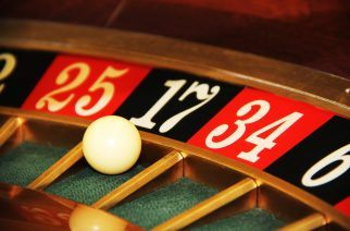 How to Cash a Two-Party Check Without the Other Person at a Casino