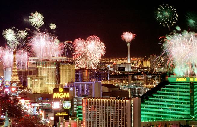 Las Vegas New Year Fireworks. (Source: shinyotaku.files.wordpress.com)