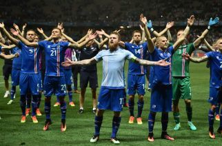 Iceland salute their fans after an incredible win against England. Can they repeat the trick against France? (Source: AFP)