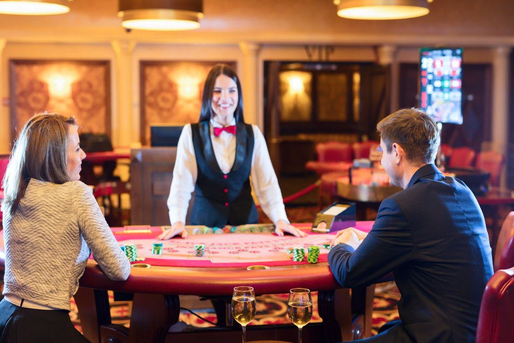 dealer kasino di meja poker