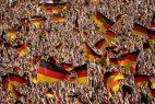Deutsche Fans mit der Deutschlandflagge