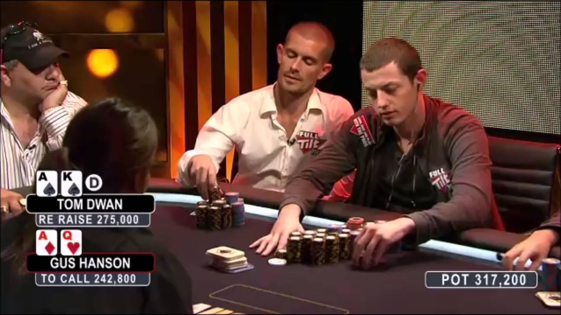 Pokerspieler Gus Hansen beim Spielen