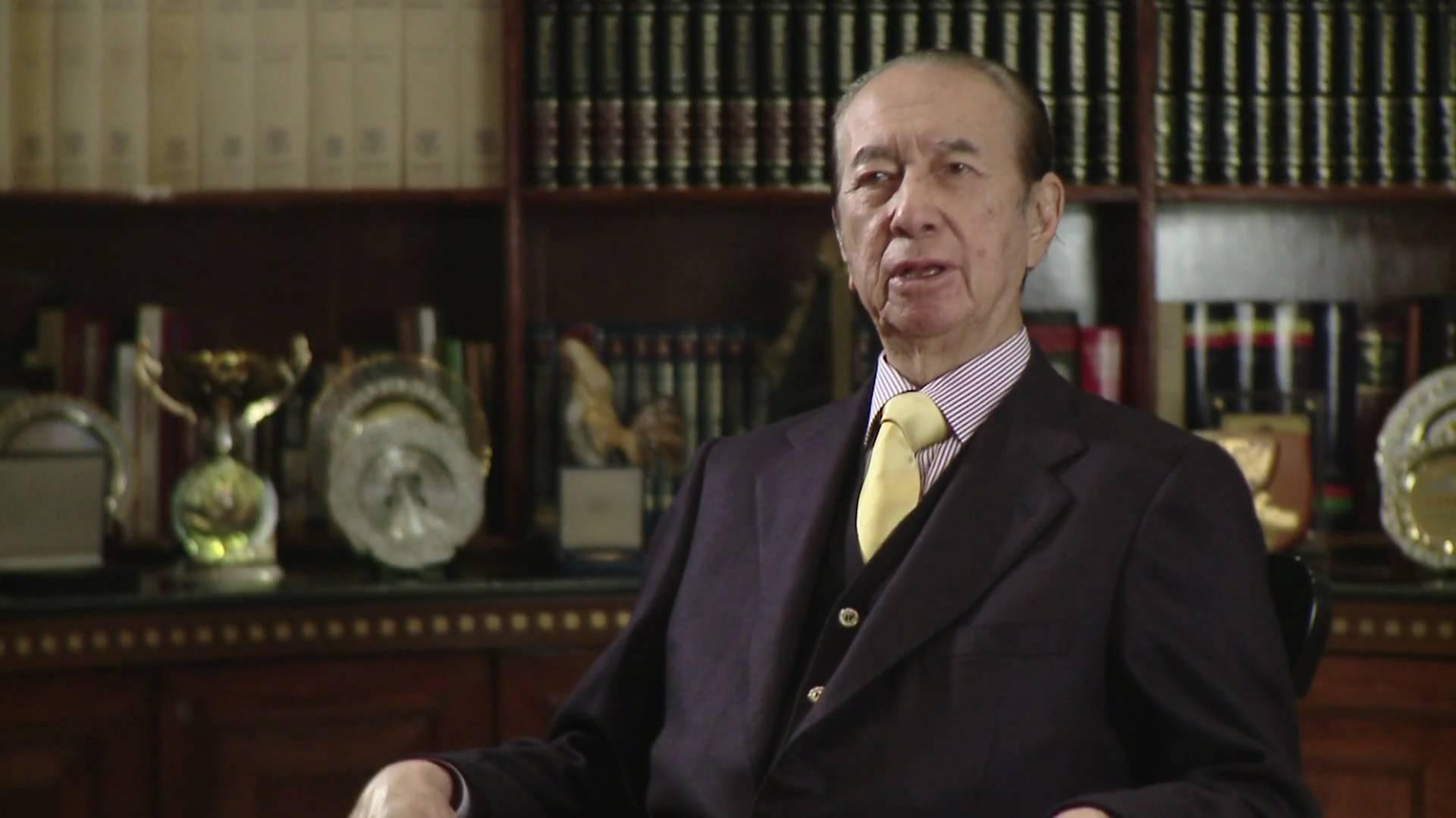 Glücksspiel-Milliardär Stanley Ho bei einem Interview