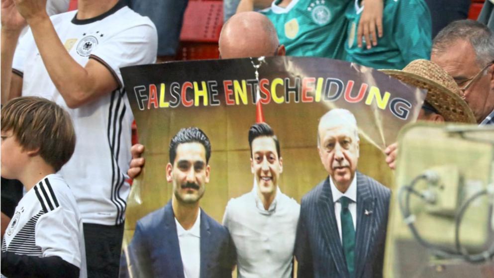 Kritik wegen Erdogan Foto