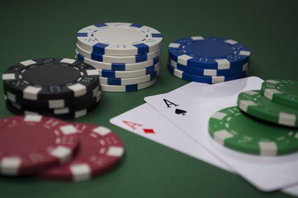 Karten und Pokerchips