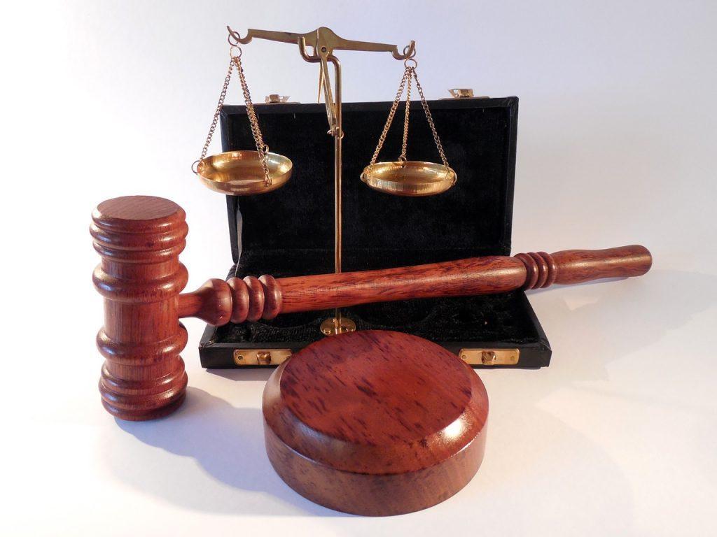Hammer, Waage der Gerechtigkeit