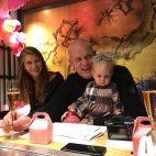 Michael van Gerwen mit Ehefrau Daphne Govers und Tochter Zoe