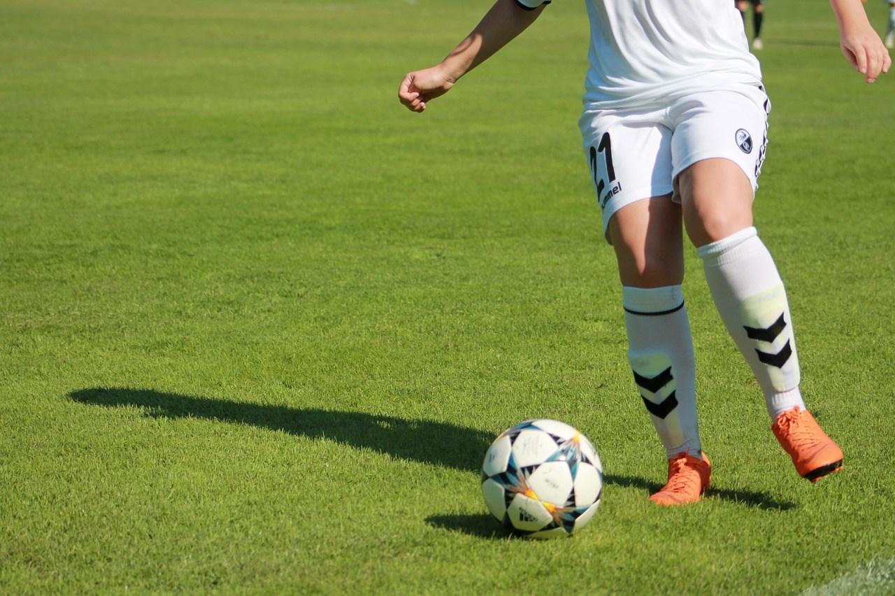 Fußballerin, Ball
