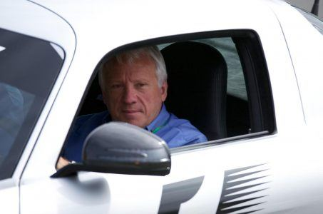 Charlie Whiting im Auto
