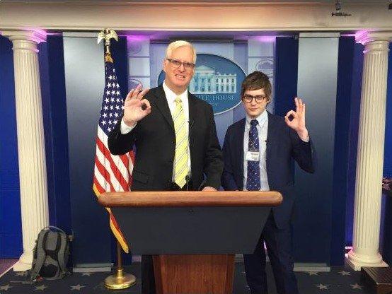 OK Zeichen White House