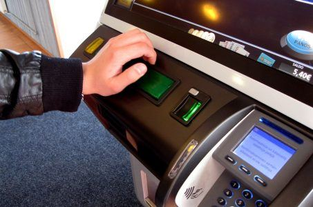 Kind am Spielautomat, Glücksspiel