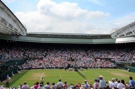 Der Court Nummer 1 in Wimbledon mit grünem Rasen