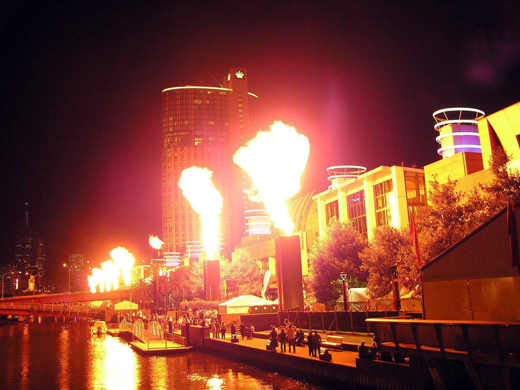 Feuerwerk vor Crown Casino Sydney