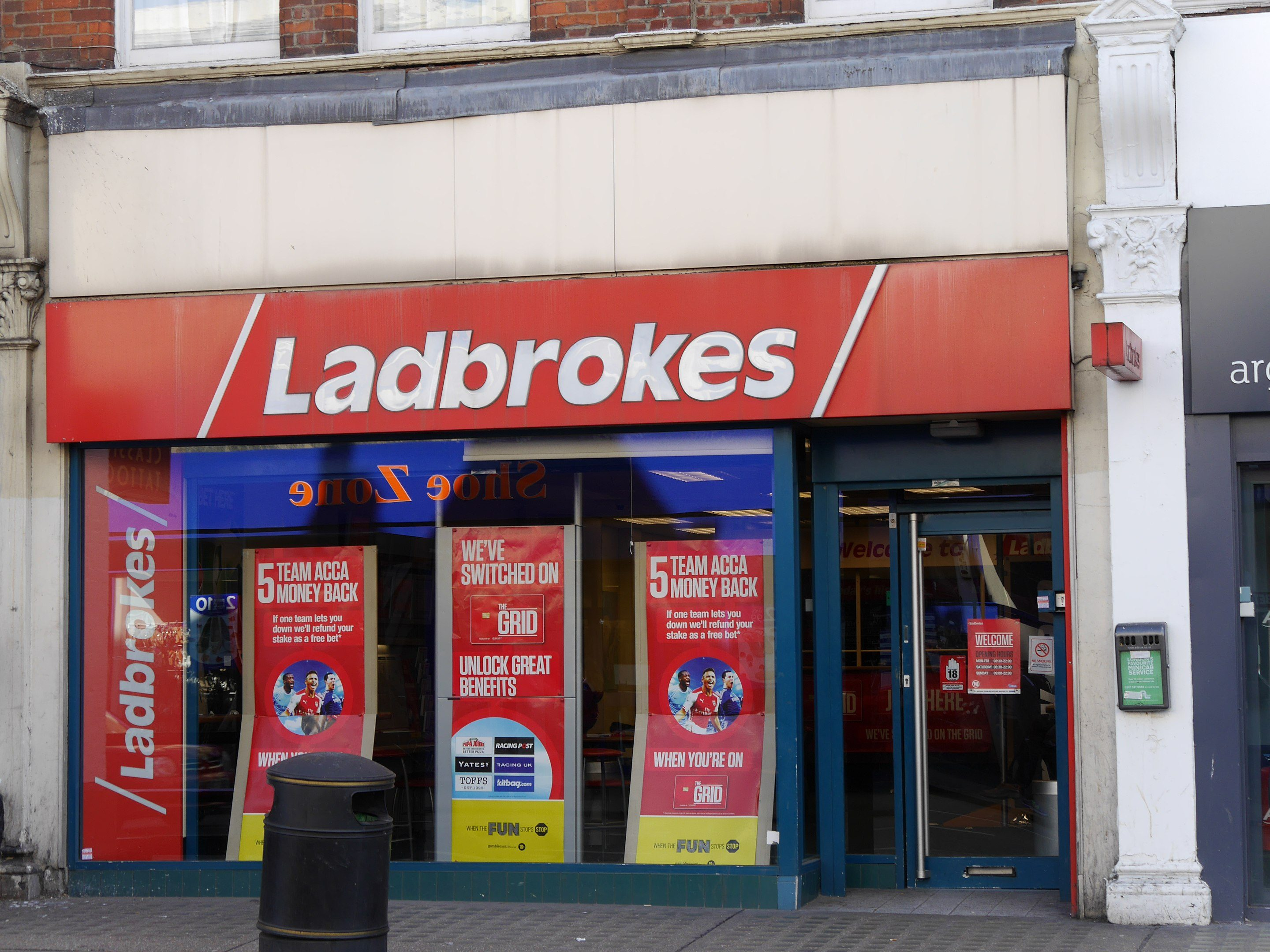 Ladbrokes Wettbüro Ladbrokes, North End Road, London