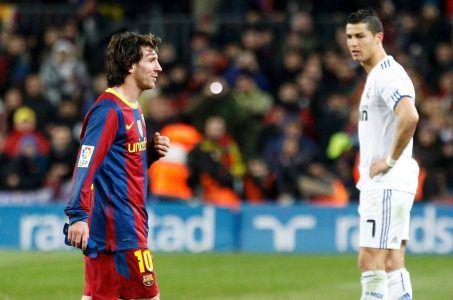 Lionel Messi und Christiano Ronaldo auf Fußballfeld