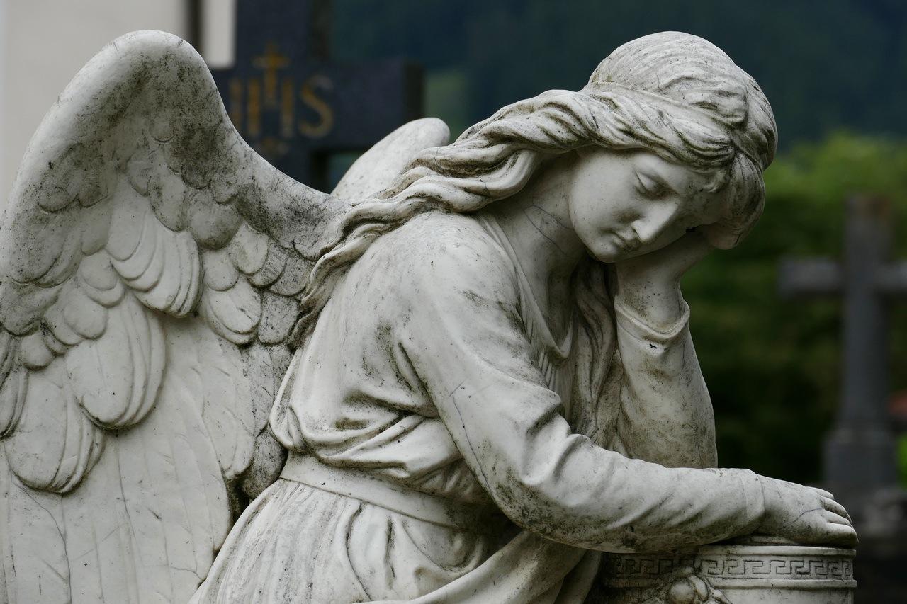 Engelstatue auf Friedhof