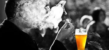 Mann, Zigarette, Rauch, Bier