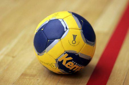 Handball auf Hallenboden