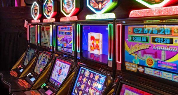 Spielautomaten, Spielhalle