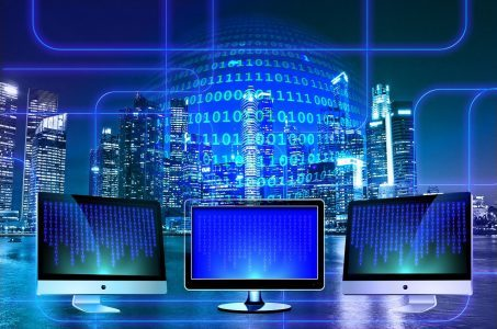 drei Monitore, binäre Zahlen