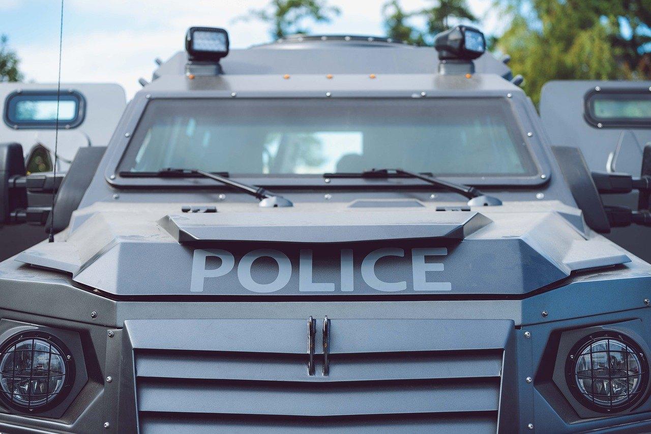 Polizeifahrzeug, Auto