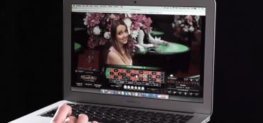Laptop, Frau, Dealerin, Roulette