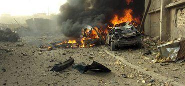 Von Autobombe zerstörter Wagen im Irak