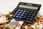 Taschenrechner, Münzen, Geldscheine, Euro