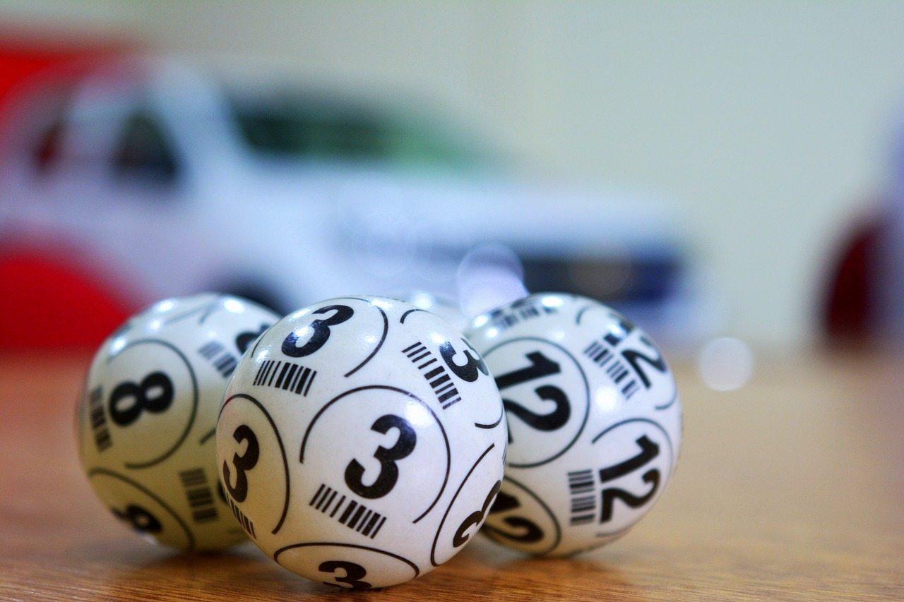 Kugeln mit Zahlen, Lotterie