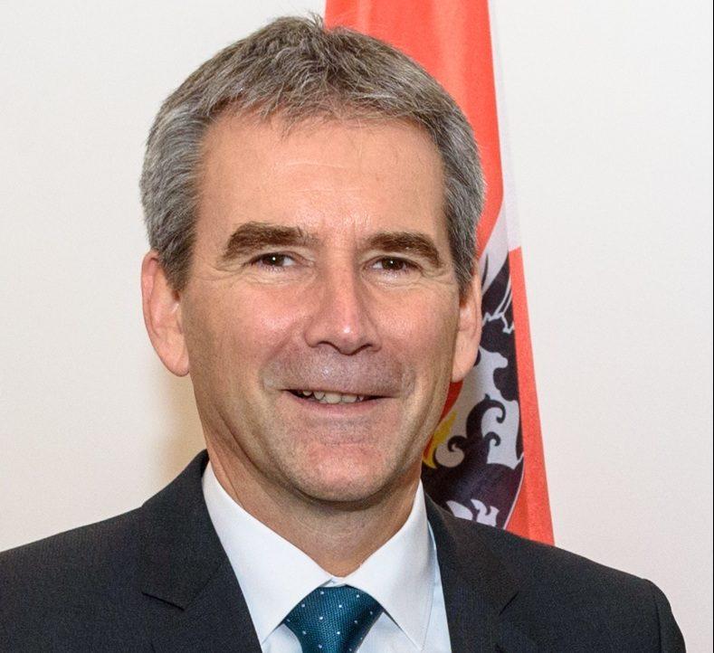 Hartwig Löger bei der Amtsübergabe im Finanzministerium