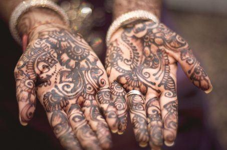 Hennamuster auf Händen