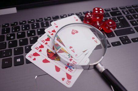Laptop, Karten, Würfel, Online Casino