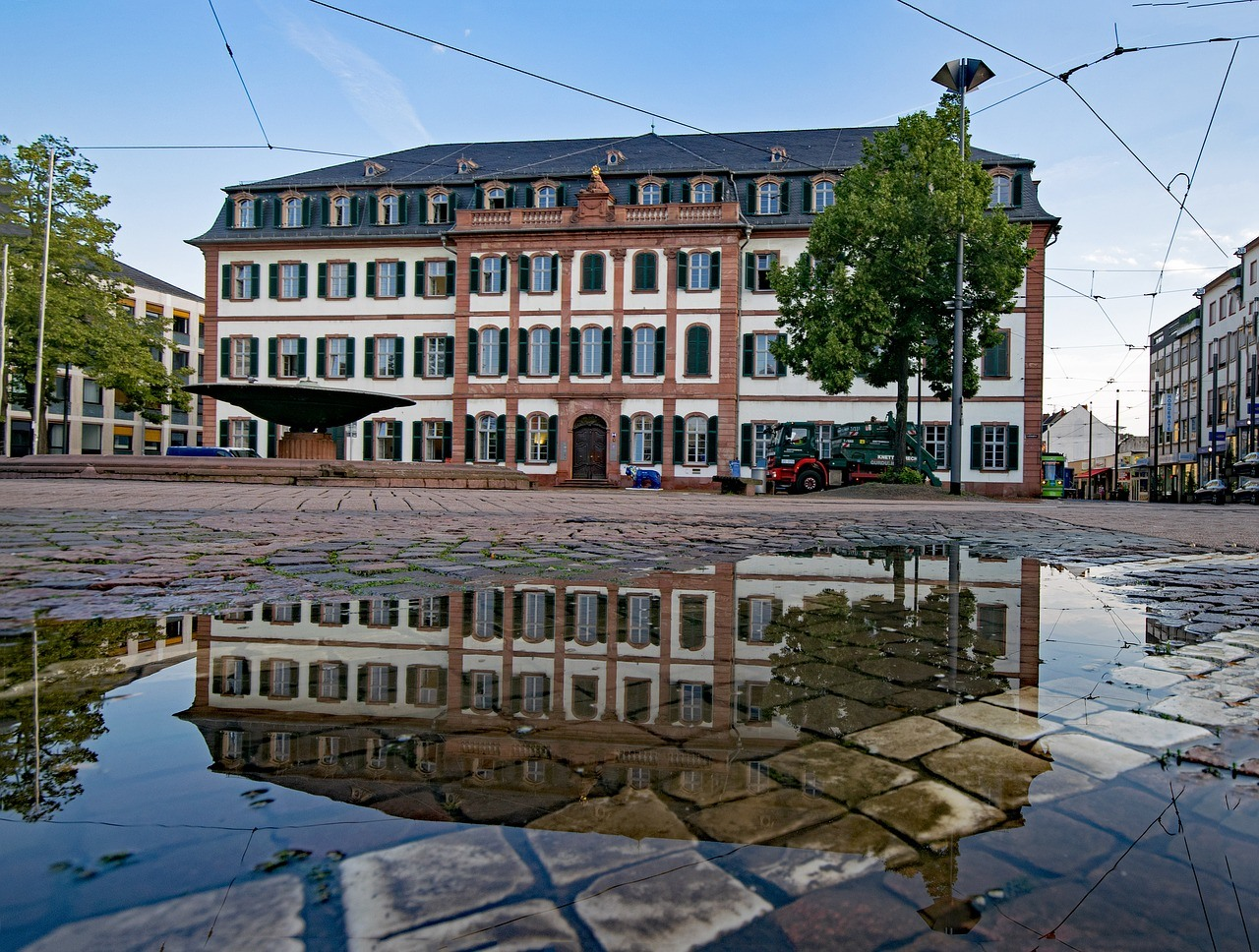 Regierungspräsidium Darmstadt, Pfütze, Gebäude