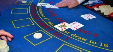 Blackjack Dealer, Spieltisch, Karten, Chips