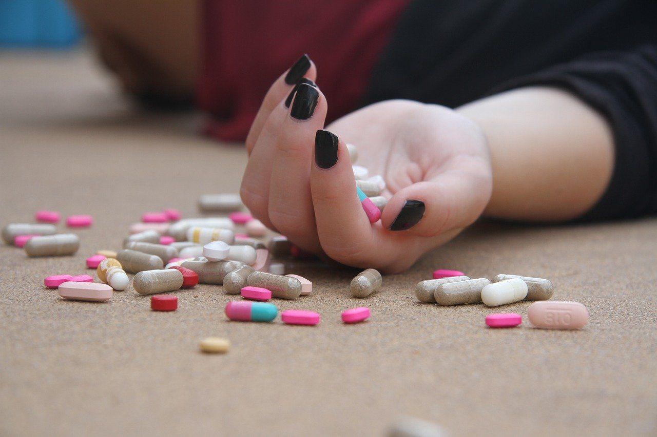 Hand, Tabletten, Suizid